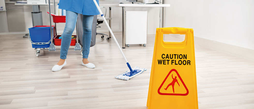 aspirado y mopeado de pavimentos