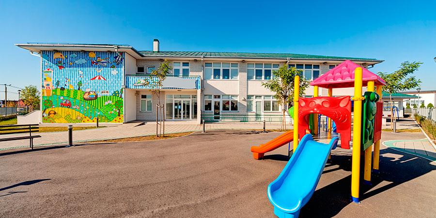 Limpieza general de patios de colegios